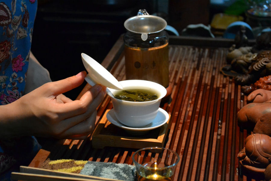 Take part in a traditional tea ceremony during your stay in China. Source: David Boté Estrada - Flickr.com