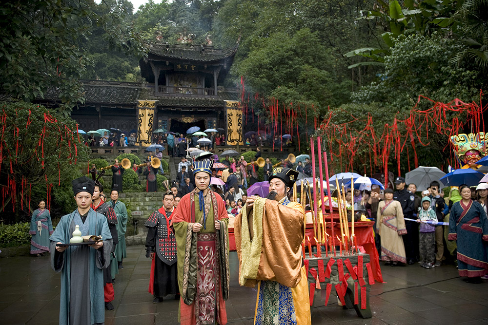 People dressed in traditional Chinese clothing outisde temple
