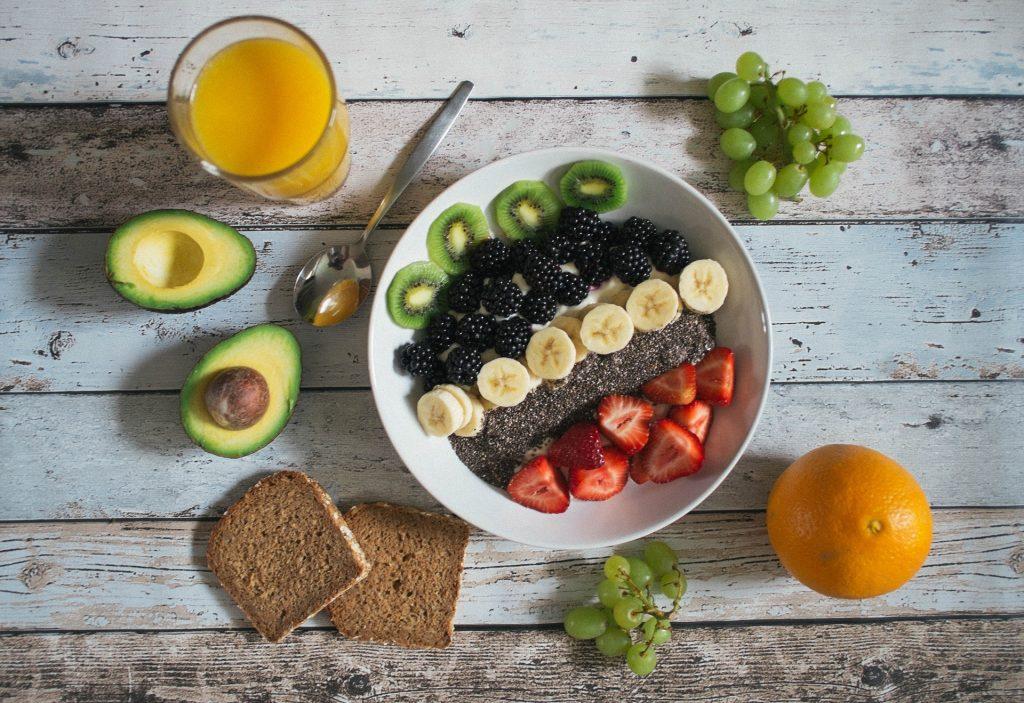 A bowl full of fruit