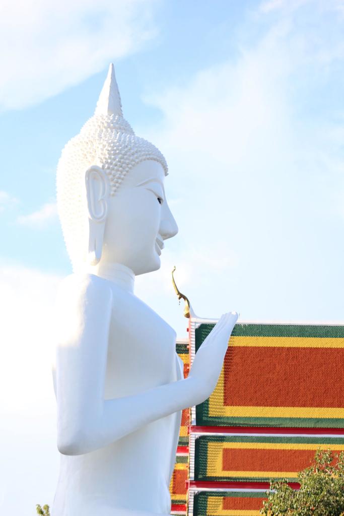 A white Thai statue.