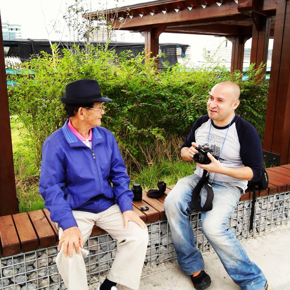 Chatting to the locals - The Life of Joe - Teaching English in Korea