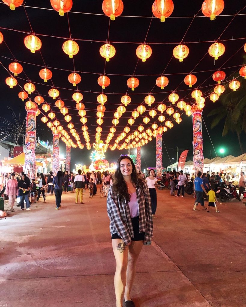 Taryn under lanterns 819x1024 - English teaching in Thailand - Meet Taryn Beasley