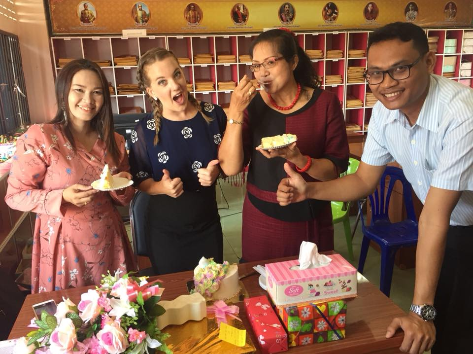 melissa with teachers - Melissa Whiteside - Thailand & Teaching Online 🌏💻