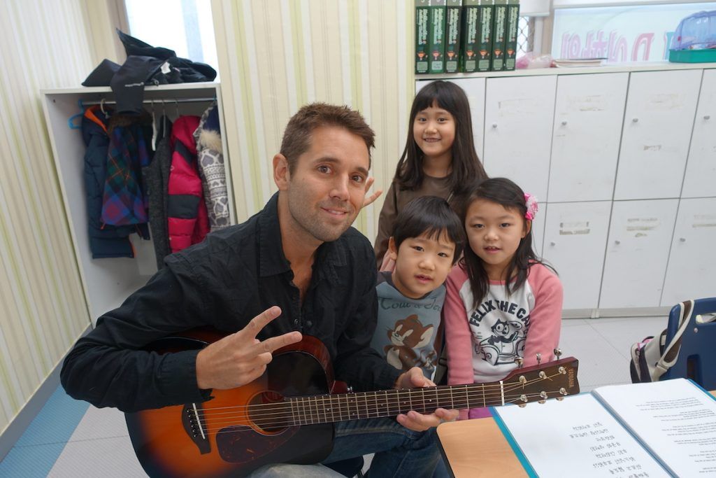 freelance english teacher Ryan with students